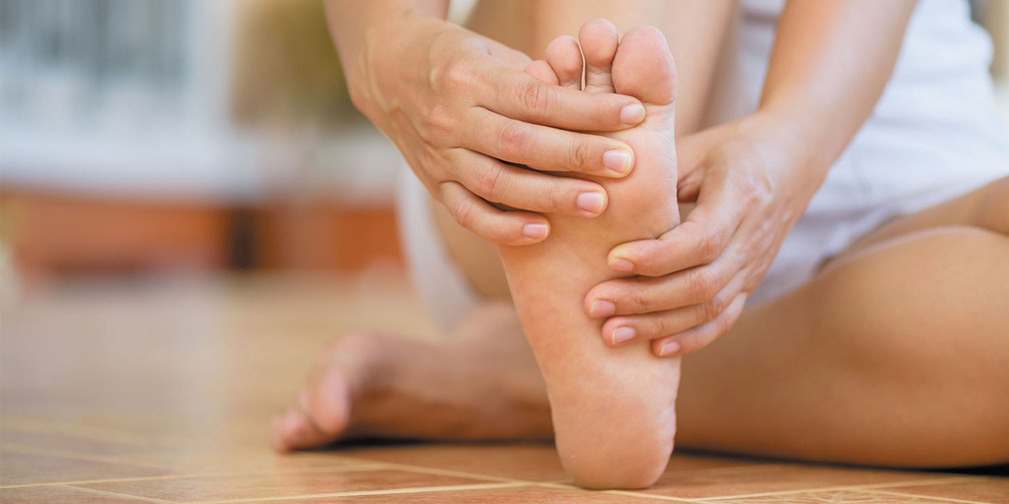 Spray This 3-Ingredient Oil On Your Feet 10 Minutes Before Bed And You'll Be Dozing Off In No Time!