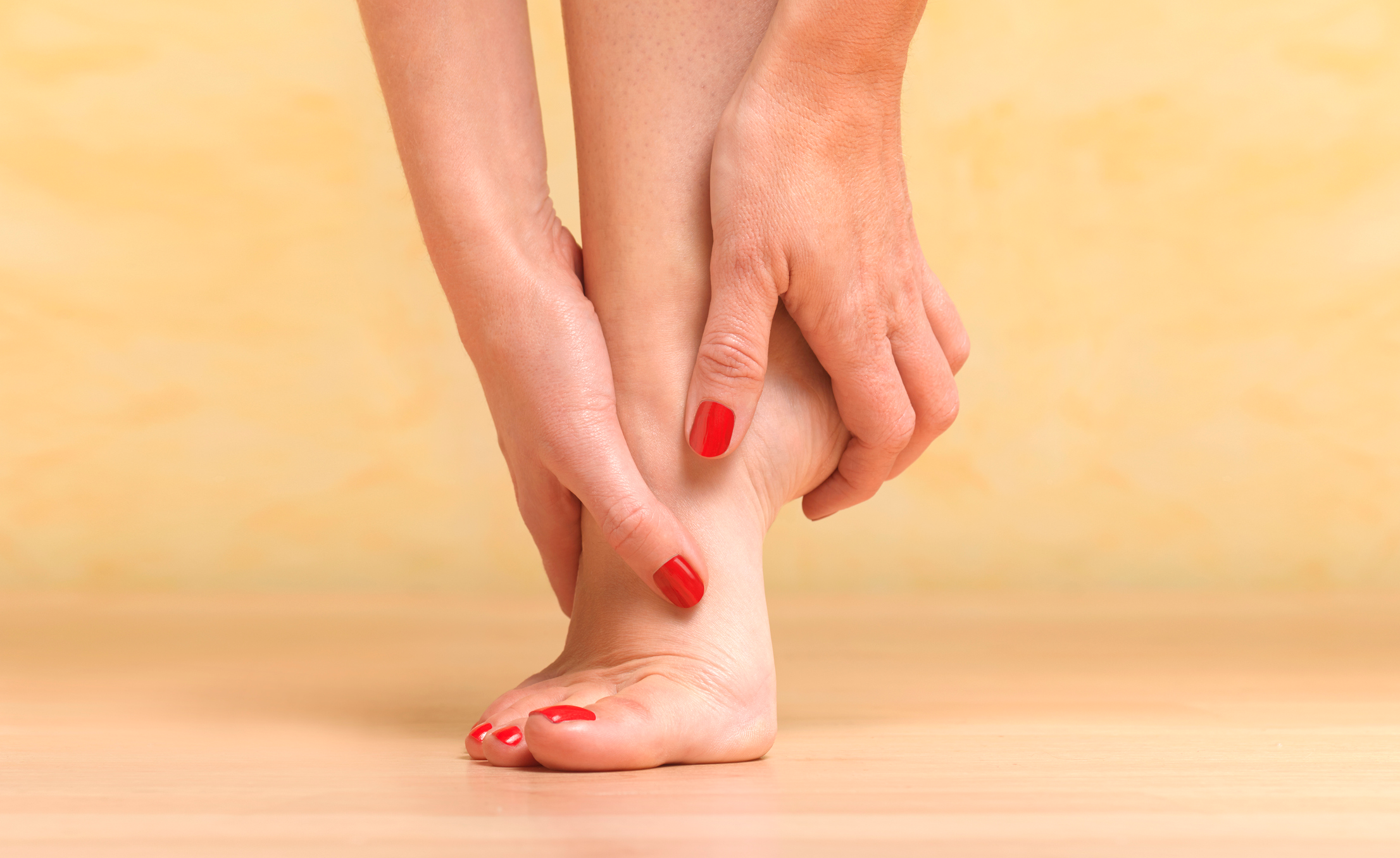 Spray This 3-Ingredient Oil On Your Feet